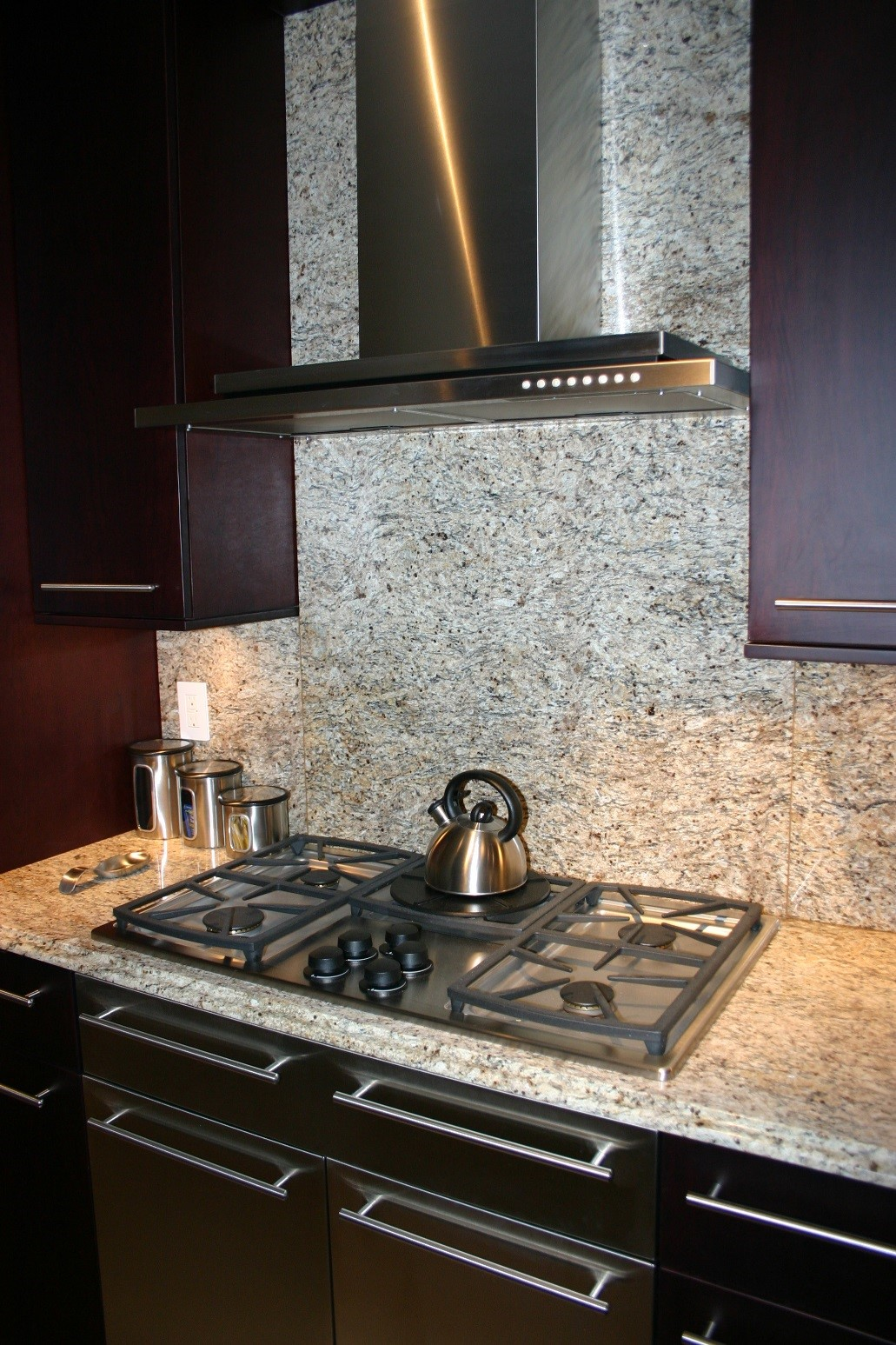 Countertop Vent : ... countertop all the way through to the backsplash and around the vent